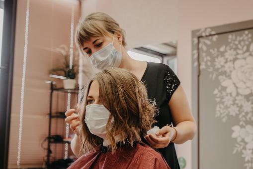 Consejos de seguridad para acudir a los centros de belleza y peluquerías tras el COVID